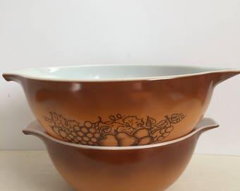 Vintage Pyrex Old Orchard / 1970s Set of 2 Pyrex Cinderella Bowls / Retro Mixing Bowls / Nesting Bowls Ombré Brown, Golden Color