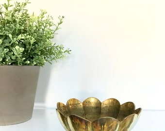 Vintage Small Brass Footed Bowl Dish Candleholder Flower Petals Scallop Chinoiserie Hollywood Regency