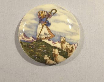 Large vintage nursery rhyme 'Mary had a little lamb' button.