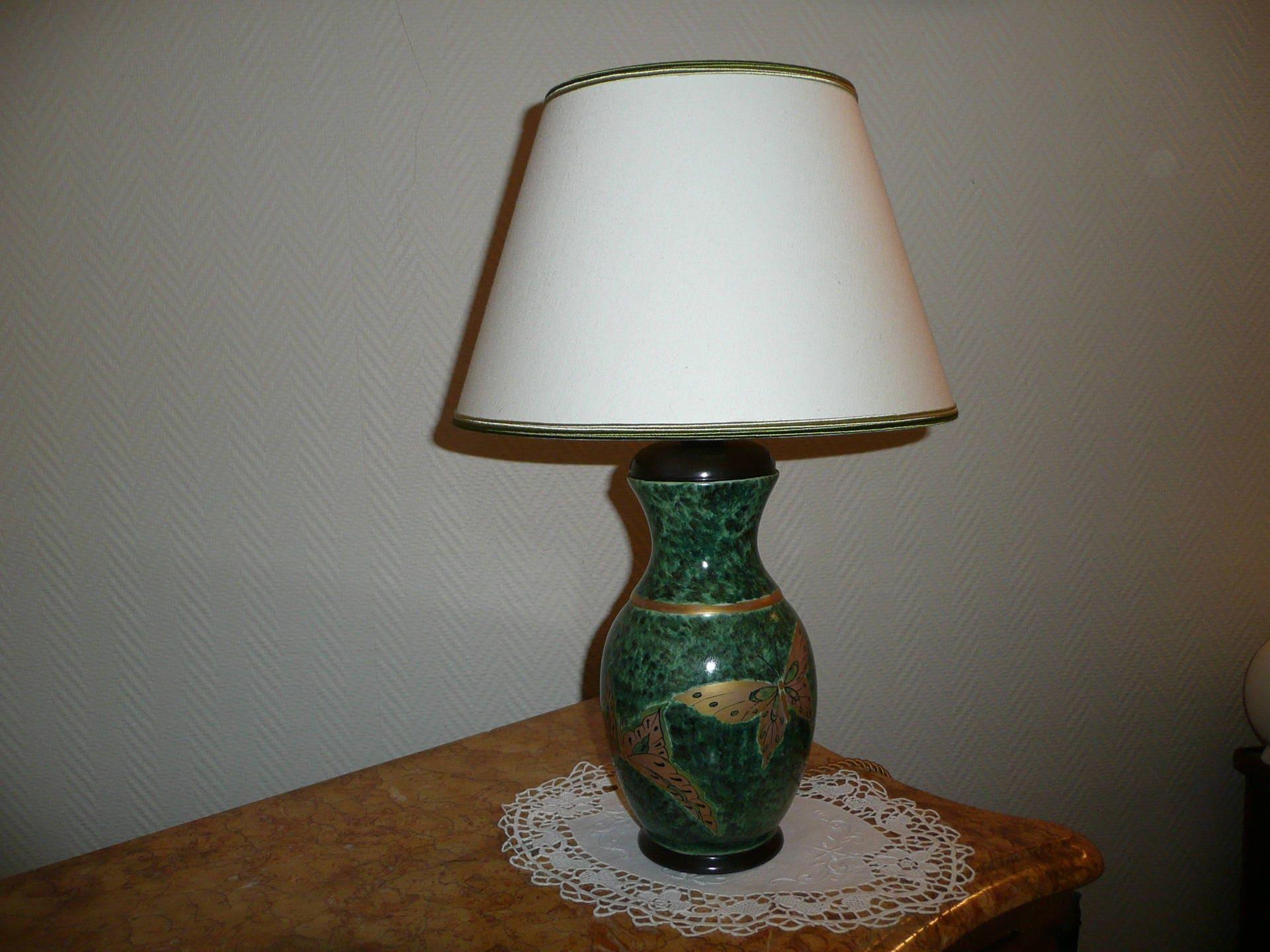 lampe en porcelaine peinte main toute quip e motif chinois. Black Bedroom Furniture Sets. Home Design Ideas