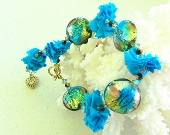 """Bracelet """"Peace"""" of India recycled sari silk, """"heart"""" charms and Murano glass beads, Swarovski Crystal bicones"""