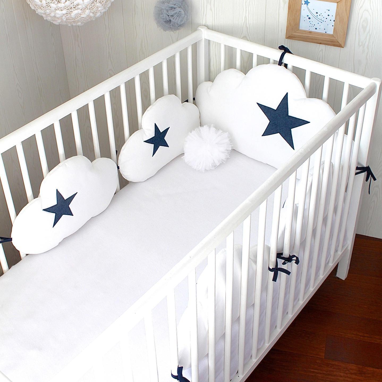 tour de lit b b 60 cm large nuages 5 coussins ton blanc et. Black Bedroom Furniture Sets. Home Design Ideas