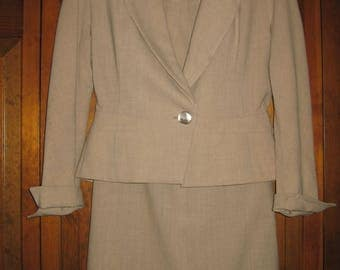 Vintage Forstmann Beige 2 Pc. Wool Suit – Skirt and Jacket – Size Small