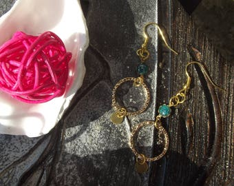 Earrings dangling gold metal hooks, 1 emerald green flower, 1 ring charm gold plated hammered circles and small round charm gold