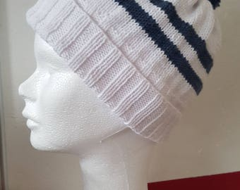 White and blue t hat 14 / 16 hand-knitted