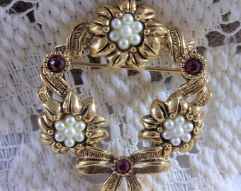 Avon Vintage Wreath Brooch Pin, Gold Tone Faux Pearl Rhinestone Christmas Wreath Jewelry