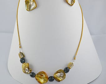 SET yellow pearl and Pearl toned - necklace and earrings