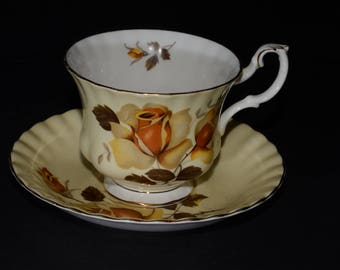 ROYAL ALBERT, Yellow, Bone China, Teacup, and saucer, Yellow roses, Gold Rimmed, England, Vintage, 4500, Brown Cream Yellow Rose