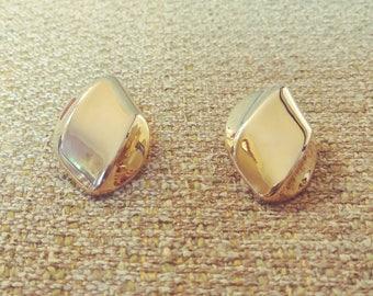 Pierced Brass Wave Oval Earrings