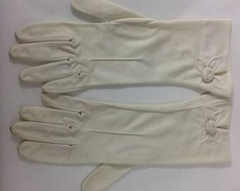 Vintage 1960's ivory gloves with rosebud detail