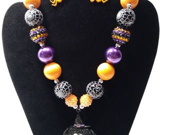 Spider bubblegum necklace