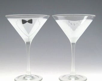 Bride and Groom Martini Glasses - Make your wedding day even more elegant and special with these handmade glasses!