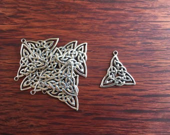 10 Vintage Pewter Celtic Triangle Charms