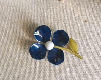 Sweet Vintage 60s 70s Mod Enamel Flower Pin Brooch