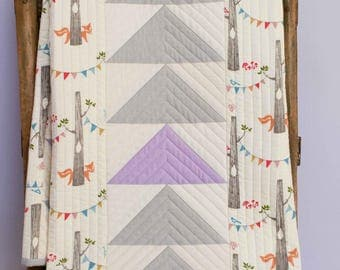 Modern Patchwork Baby Quilt; Triangle Toddler Quilt; Organic Cotton Crib Quilt; Contemporary Quilt for Newborn Baby Girl; Handmade Baby Gift