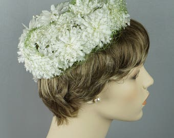 Vintage 1960s Hat  White Floral Pillbox with Green Netting