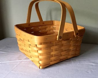 Lovely Vintage picnic cake basket farmers basket gardening plant swing handles collectable Longaberger basket wedding decor organization