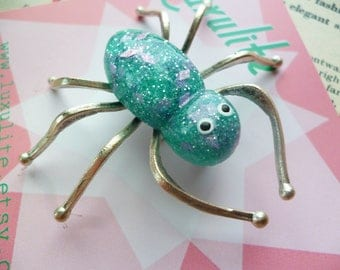 Jumbo Confetti Lucite style Spider pin by Luxulite - Blue and pink fleck