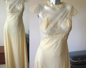 Vintage 50s Vanity Fair Lace and Satin Rayon Cream Short Sleeved Full Length Negligee / Nightie / Lingerie Size 6/8