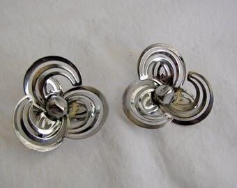 Vintage 1960s Earrings Silver Tone Large Swirl Petal Mod Clip-on