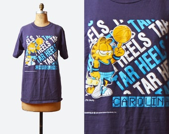 Vintage 90s Carolina Basketball Shirt UNC Tar Heels Tshirt / 1990s College Garfield Cat Graphic Retro T-shirt Medium Large