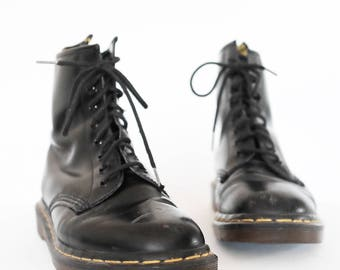 vintage 90s made in england black doc marten boots uk size 5 / us size 7-7.5