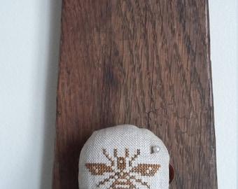"primitive cross stitch BEE 2"" round tart tin pin cushion"