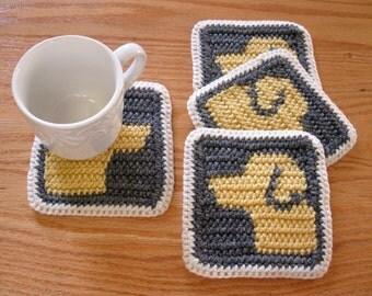 Yellow Labrador Coasters. Gray crochet cup coaster set with Labrador Retriever dogs. Dog mug rug. Pet lover gift