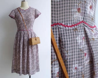 15% SALE (Code In Shop) - Vintage 80's Does 50's Lilac Plaid Scallop Edge Floral Fit & Flare Dress XS or S