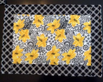 Rectangle Placements Set of 4  Reversible Modern Yellow Black Floral Motif Coordinating Black & White Plaid Design Spring SummerDecor