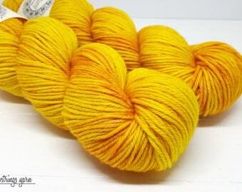 Ewetopia Worsted, Hand dyed yarn, Superwash Merino Wool, 218 yds/ 100g: Honeycomb.