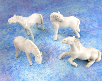 Tiny horse figurines of white porcelain set of 4 + extra pieces vintage from 1960s // miniature horses // knickknacks