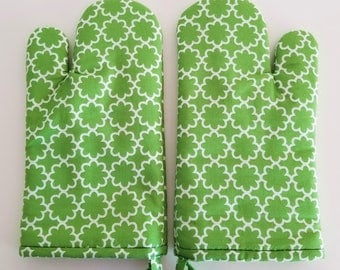 Green Geometric Modern Oven Mitt, Kitchen Oven Mitt, St. Patrick's Day, Irish, Spring