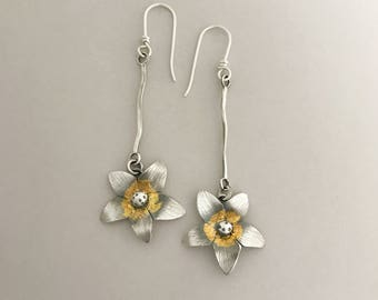 Silver Flower Jewelry, Sterling And Gold Earrings, Handmade Botanical Jewelry, Feminine Accessories, Keum Boo, Drop Earrings Women, Nature.