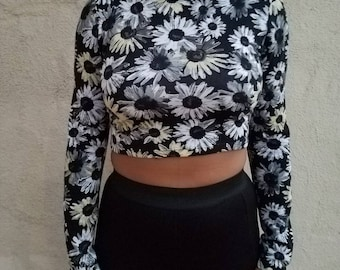 "Vintage ""Floral"" Mock Neck Cropped Long Sleeve Midriff - 90's"