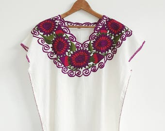 VTG Mexican Top // Boxy // Embroidered // Details // Bohemian