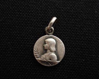 Religious antique French catholic silver (marked) medal pendant medallion of Saint Jeanne d'Arc Joan of Arc and the Basilique of Domremy.(8)