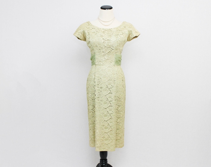 Pale Green Lace Cocktail Dress - Size Small Vintage 1950s Party Dress