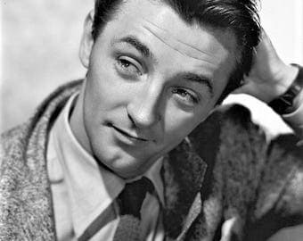 Robert Mitchum in a studio shot from the 1940's