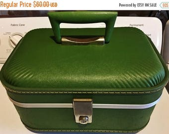 ON SALE - Vintage Avocado Green Luggage Makeup/Overnight/Train Case