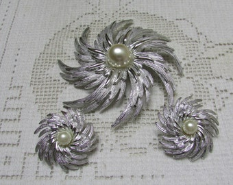 """Vintage Sarah Coventry """"  Hurricane"""" 1960's  brooch and clip on earrings set demi Book Piece"""