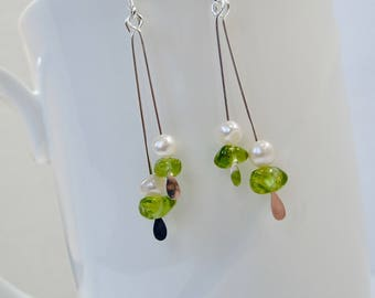 Peridot earrings with pearls, August birthstone Peridot and pearl earring Peridot jewelry green earring