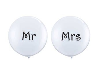 Mr and Mrs Jumbo Balloon Set, White Wedding Balloons, Mr and Mrs Sign, Wedding Photo Prop, Engagement Party Balloon, Engagement Photo Prop