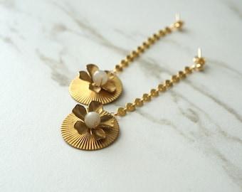 Gold Bridal Earrings, Retro Jewelry, Flower Jewelry, Brass jewelry, Coin chain earrings, Bridal accessories, Bridal Shower Gift for her