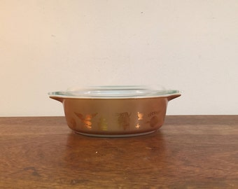 Pyrex Early American Brown & Gold Round Casserole Dish #471, 1 pt.
