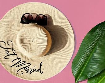 Just Married Floppy Straw Hat, Floppy Hat, Floppy Sun Hat, Beach Hat, Honeymoon Beach Hat, Bride Gift, Newly Married, Bridal Shower Gift