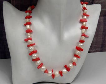 Beaded necklace with coral twigs, coral necklace with freshwater pearl, Pearl necklace, coral necklace, genuine Pearl Necklace