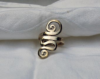 Vintage Long Silver Ring. Whirl design.