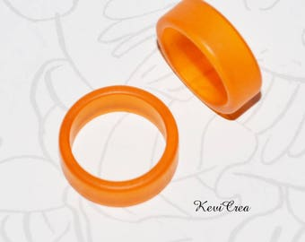 1 x Orange plastic ring - size 50
