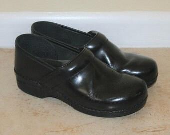 Dansko Vintage Black Leather Clogs Size 40 9.5-10